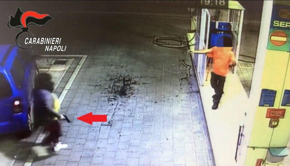 rapina casalnuovo pompa di benzina
